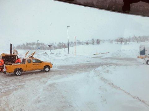 Her er det bom stopp. Saltfjellet har vært stengt siden 23-tiden onsdag kveld, opplyser VTS. Her fra Bolna sør for fjellet.