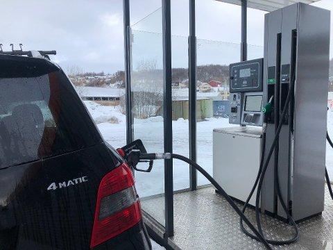 Nå er det gunstige tider for bilistene å fylle drivstoff i hele Norge.