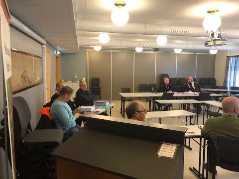 Her signeres kontraktene for byggingen av Blålysbygget i Fauske, som har vært planlagt og jobbet med siden 2014.  Rørleggern AS skal stå for det tekniske, Fauskebygg AS for selve bygget og til sist Roald Madsen AS fra Tromsø, skal stå for grunn og infrastruktur. Foto: Privat