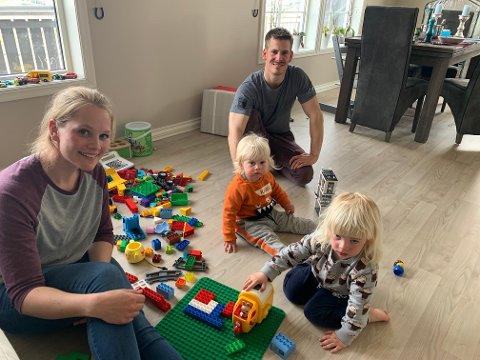 KNUST DRØM: Boligkjøpet ble et mareritt for Anette Rylund og Fabio Helgerud. De drømte om et hus på bygda slik at barna Fillip (1) og Ludvik (3) skulle slippe å vokse opp i byen. I dag sitter de igjen med en knust drøm.