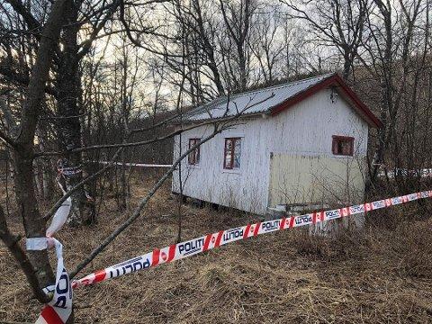 Det var i denne hytta den døde mannen ble funnet.