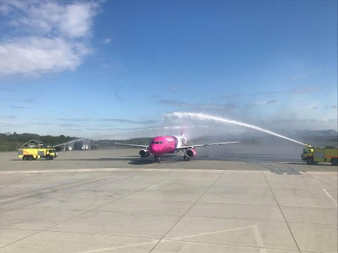 Da WizzAir landet i Bodø første gang, ble de mottatt med vannportal. Nå starter de opp direkteruta igjen.