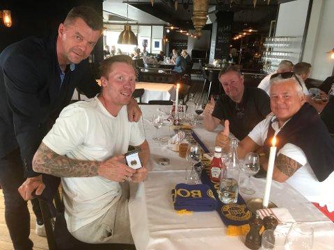 Gamle håndballvenner tok farvel med Børge Lund for denne gang. Nå fortsetter bodøværingen som hovedtrener i Elverum. Med på bildet er evigunge Per Øyvind Sjon, tidligere sportslig leder i BHK, Tor Arne Aga og tidligere markedssjef i BHK, Bjørn Heitmann.