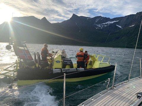 Hjelp: Mannskapet ombord Himmelblå fikk bistand fra kystvakten.