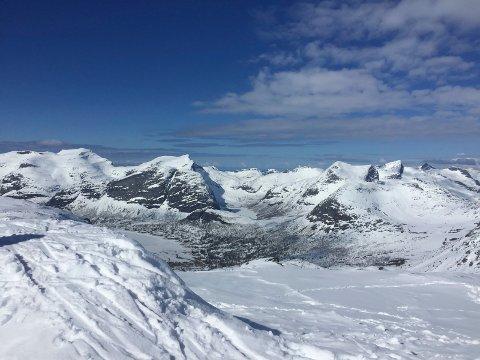 Kvalhornet badet i snø og sol.