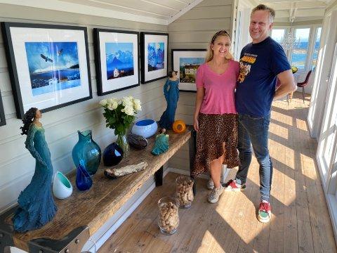Gleder seg: Galleristene Siri Nilsen og Bjørn Wiik gleder seg til å arrangere kulturuke på galleriet sitt på Tranøy.