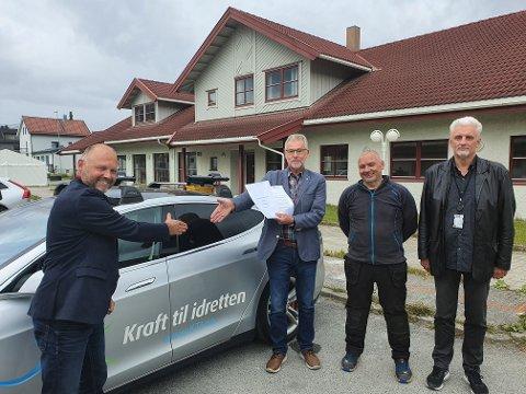 Frank Sundermeier i Polar Kraft, varaordfører Per-Kristian Arntzen i Narvik kommune, rådmann Lars Skjønnås i Narvik kommune og Morten Fredheim Hansen, enhetsleder eiendom i Narvik kommune, signerte avtalen.