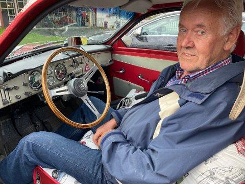 Dyp interesse: Arne Eikåsen har stor glede av å delta på veteranbiltreff. – Her treffer gamle og nye kompiser, får sparke litt i dekk og får tips man kan ha nytte av. Vi har en ganske dyp, felles interesse, sier Eikåsen.