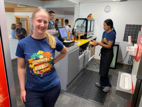 Sjef på Kroa: Marianne Moen har flyttet fra Namsos til Hamarøy der hun er driftsleder ved Bognes Veikro. Hun stortrives i jobben og gleder seg over at driften går veldig bra. – Det vurderes nå om kroa skal holde åpent hele året, forteller hun.