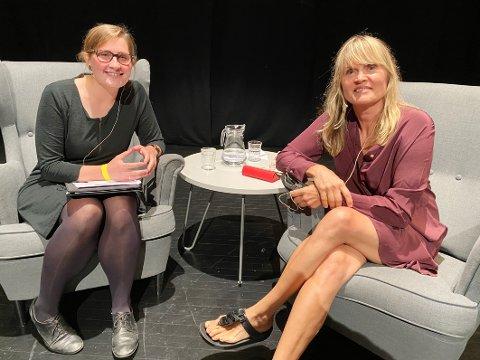 Fant tonen: Nina Lykke (t.h.) og Ingri Løkholm Ramberg fant raskt tonen i forfattersamtalen. – Det var en skikkelig flott bryllupsgave, sa Ramberg etterpå.