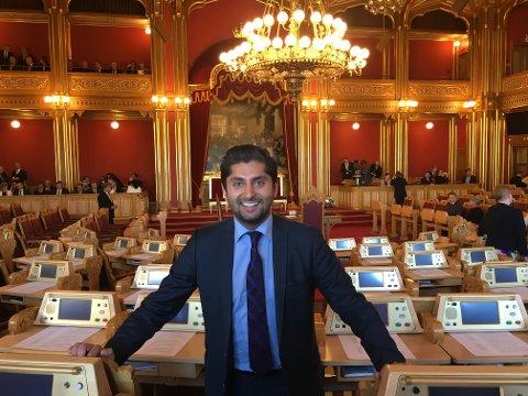 Himanshu Gulati i familie- og kulturkomiteen på Stortinget legger trykk på lovendring. Foto: Privat