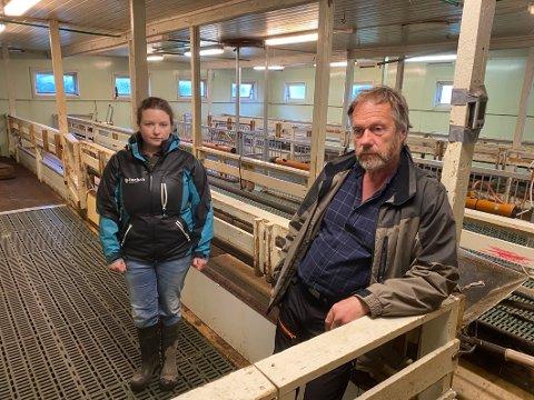 Tomme fjøs. Både Hanne Sofie Jenssen og Roald Hansen frykter at rovdyrproblematikken kan medføre at det blir  mange tomme fjøs i kommunen etter hvert, og liten nyrekruttering til landbruket.