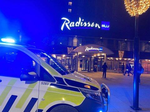 Dramatisk: Hotellet ble evakuert da det brøt ut brann lørdag kveld. Nå er det klart at mannen som er siktet har innrømmet å tent på et hus i Trøndelag bare dager før.