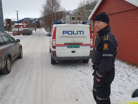 Innsatsleder Olav Bjørnli er på stedet sammen med store mannskaper fra politi- og helsevesen.