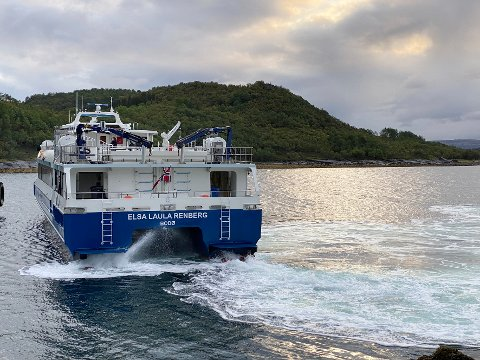 Det er etter hvert blitt så dyrt å reise med hurtigbåt at mange heller velger andre løsninger, som å kjøre selv. – Nå må prisene ned, kreves det fra flere hold