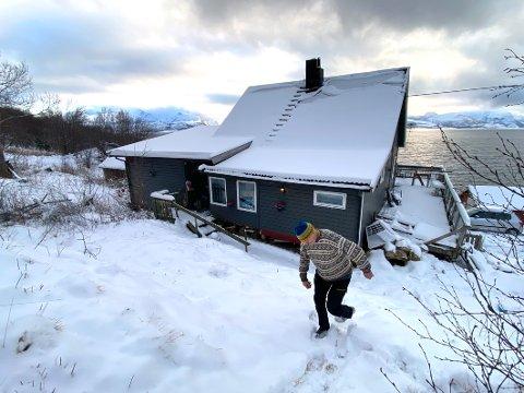 Rasutsatt: Jørgen Lind frykter at huset han og familien bor i, kan bli feid på havet av leirskred.