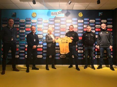 Toppledelsen fra Sparebanken og Bodø/Glimt etter tre nye år som partnere.