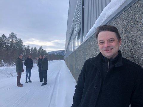 I dette området skal fabrikksjef Karl-Peter Johansen og Nexans utvide.