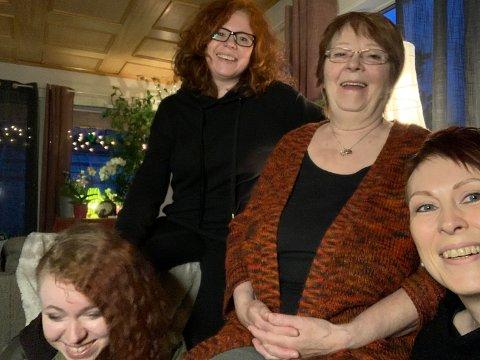 Fra venstre: Tia, Randi Helén, Randi og Nina har bodd sammen siden 2010. Nå vil de til Bodø. Foto: Privat