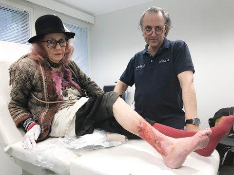 Fornøyd. Inger Amundsen er svært glad for at hun kontaktet hudlege John Sverre Nordahl som driver privat praksis i Bodø. - Han fikk meg oppover til UNN i Tromsø.