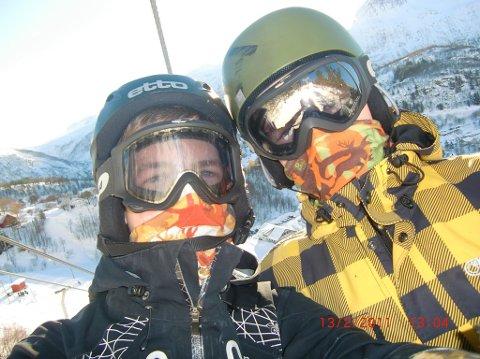 Dagen var fin og nysnøen fristende i Glomfjord. Her står Christian Winkelmann (t.v.) og Johan Karlsen klare til å nyte den i bakkene. Like etter ble Christian tatt av et skred.