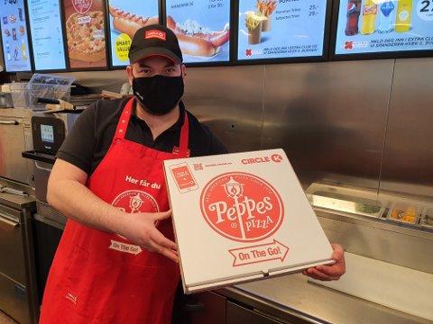 PIZZA PÅ STASJON. Circle K Norge har solgt titusenvis av Peppes On The Go!-pizzaer siden i fjor høst.
