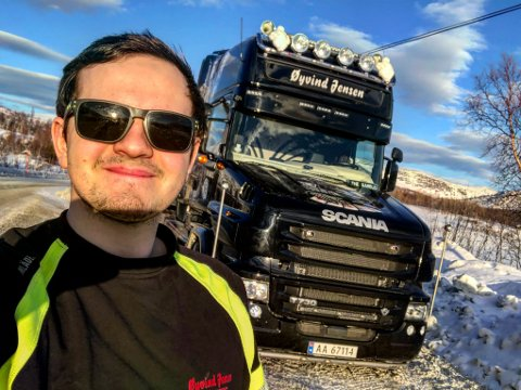 Nick Jensen (24) mener utbedringen av E6 nord for Fauske ikke kommer en dag for tidlig.  – Jeg har nærmest hatt hele oppveksten i en lastebil, og så lenge jeg kan huske har det vært snakket om behovet for utbedring av E6 nordover, sier han.