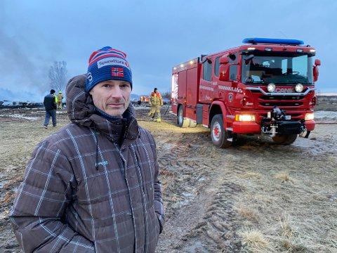 Enorm jobb: Torgeir Nilsen og andre familiemedlemmer hadde nedlagt nærmere to tusen dugnadstimer i det nye reiselivsanlegget da det brant ned. – Det er ikke aktuelt å gjennomføre en så stor arbeidsinnsats på nytt, sier han.