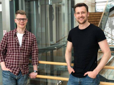 SATSER PÅ EGET: Tromsø-studentene Sigurd Birk Hansen og Preben Lund (til høyre), er masterstudenter i innovasjon, ledelse og markedsfag ved UiT. Nå har de fått millionstøtte til å utvikle appen sin.