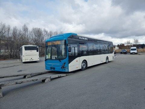 På plass: To nye elbusser ankom Bodø onsdag. Ytterligere to kommer neste uke før samtlige 31 er på plass innen 1. juli.