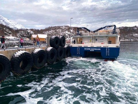Folk, ikke gods: Nordlandsekspressen frakter folk til og fra Skutvik, men ikke gods av noe volum. Det har medført økonomiske tap for lokalt næringsliv.