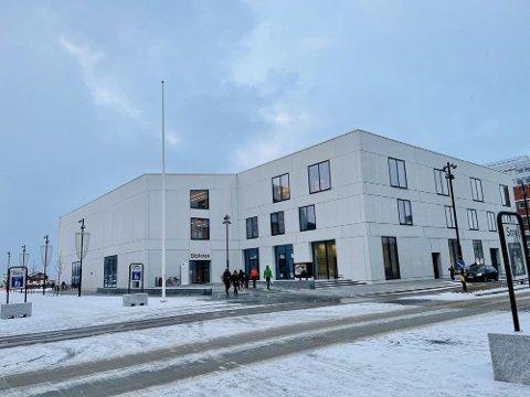 Stormen bibliotek har mottatt tilbud fra tre aktører som ønsker å fylle de gamle lokalene til Tur Kafé.