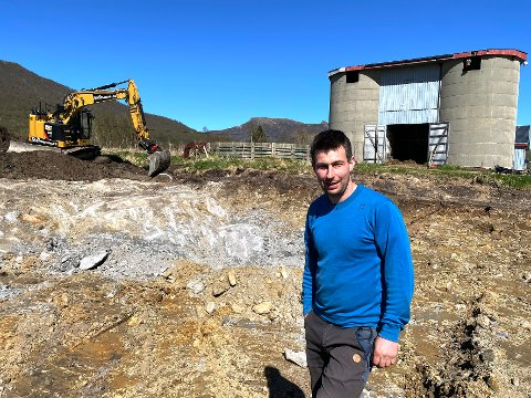 I gang: Grunnarbeidene til den nye driftsbygningen er allerede godt i gang. Dette er en investering Martin Finvik i mange år har tenkt på å foreta.