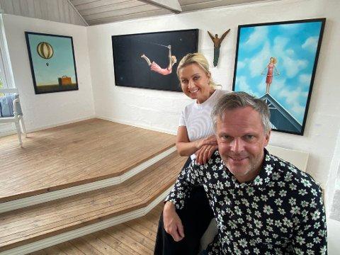 Ønskeliste: – Vi har brukt nesten ett år på å få tak i akkurat de kunstnerne vi ønsket oss, sier galleristene Siri Nilsen og Bjørn Wiik. Bildene bak dem er skapt av Tom Erik Andersen.