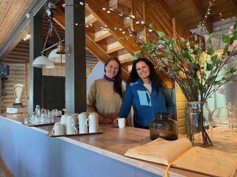 Anne-Marit Oleen og Line Peggy Pedersen. Brestua har kapasitet til 100 gjester.