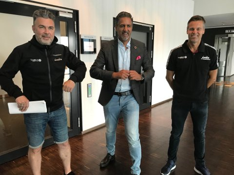 Frode Thomassen, Abid Raja og Kjetil Knutsen i samtaler i Bodø i august i fjor.