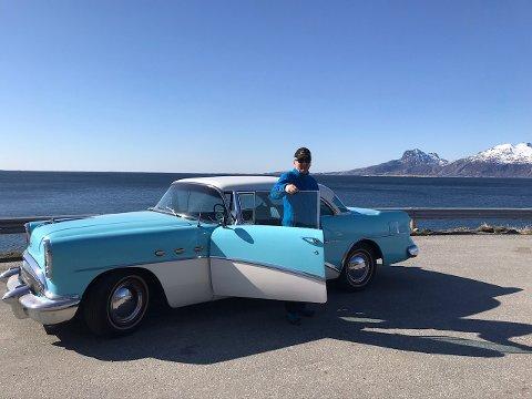 Leif Finsveen har stor interesse for biler av det litt mekaniske og litt eldre slaget. Nå skal han imidlertid ta farvel med to av glisene.