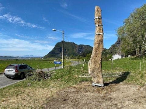 Stor dag: Det var en stor dag da Langsteinen på Engeløya i Steigen kom på plass igjen. I slutten av august skal begivenheten markeres.