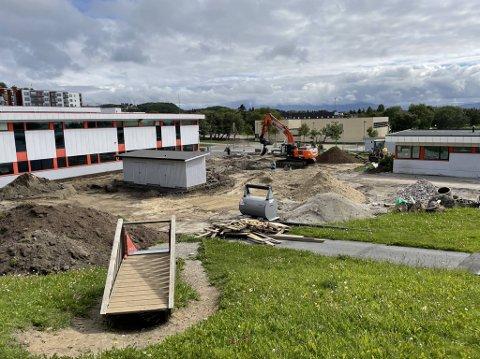Slik ser det ut på uteområdet til Rønvik skole nå.