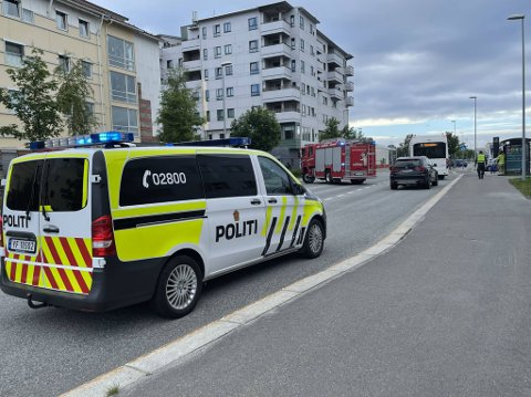 Tirsdag kveld ble en dame i 50-årene påkjørt av en buss på gamle riksvei i Bodø. Foto: Christian A. Unosen