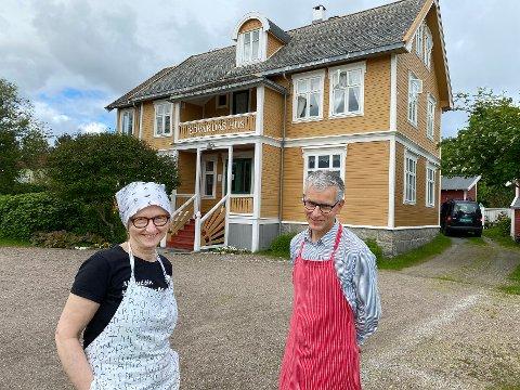 Både óg: Torill Ellingsen og Valdemar Hansteen gleder seg over at mange ser ut til å kunne tenke seg å overta livsverket deres, men misliker utspill fra kommunen.