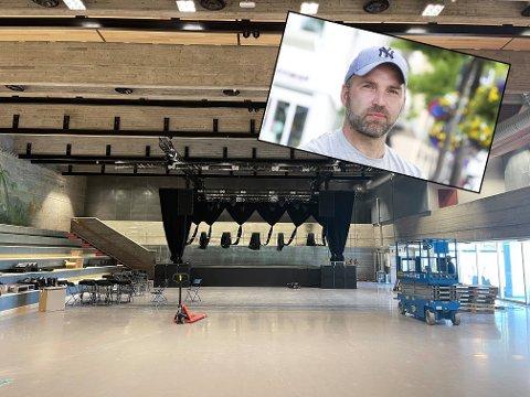 Gøran Aamodt har stått i spissen for arbeidet med å lage konsertscene inne i den gamle svømmehallen. Snart er dørene klare til å åpnes for publikum.