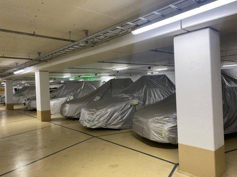 I parkeringshuset i kvartal 99 sto det 14 biler fra Apple.