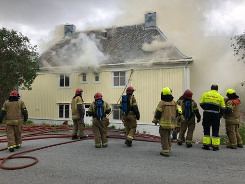 Brannkonstablene står på sitt og har alle levert individuelle oppsigelser.