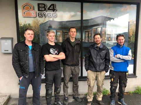 B4 Bygg AS har startet opp på Fauske. Firmaet består av Ken-Roger Langaard (fra venstre), Isach Olsen, Magnus Blekastad, Harald Breimo og Arne Breimo. Foto: B4 Bygg