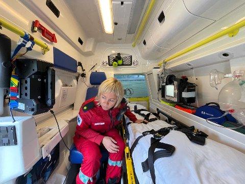 Blandede følelser: Mona Rist Nystad kjenner både på glede og uro etter styremøtet i Nordlandssykehuset. Hun frykter at det kan komme forslag om kutt i ambulansetjenesten i hennes egen kommune.