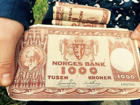 Karl Sæthre i Skanfil for samlere as har kjøpt 78 1000-kroners sedler fra 1949. Pengene ble funnet av to par, i en nedgravd flaske på Fløyen.