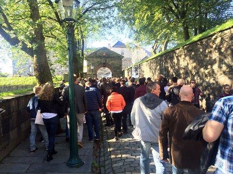 Det var kø for å komme inn til festivalområdet ved 16-tiden lørdag.