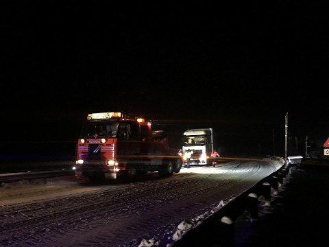 I alt ti vogntog måtte ha hjelp til å komme seg over Hardangervidden torsdag kved og natt til fredag.