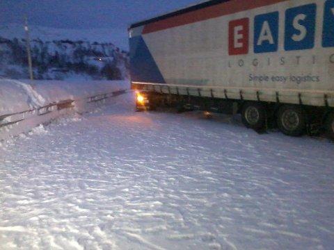 Trailer sperret Hardangervidden tirdag ettermiddag.